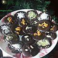Mendiants chocolat noir aux écorces d'oranges,pistaches,noix de coco et fruits secs