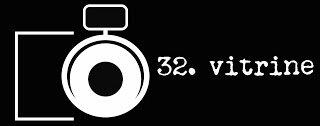 32 - VITRINE