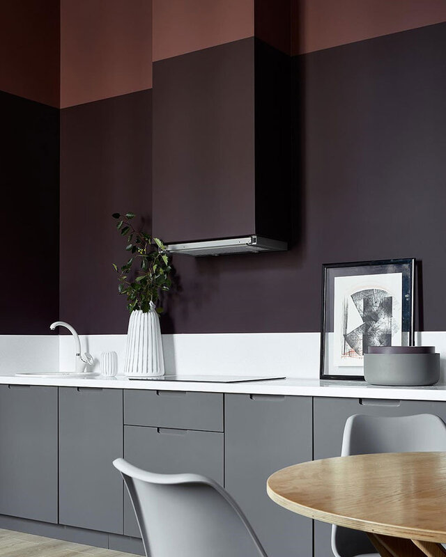 small-apartment-in-beautiful-dark-tones-in-moscow-pufikhomes-12