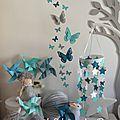 Décoration chambre bébé turquoise caraïbe, bleu pétrôle/bleu canard, gris et blanc : étoiles, papillons et moulins à vent