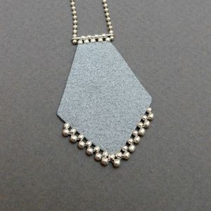 Collier219grisaD