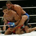Ricardo ARONA bat Alistair OVEREEM