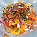 Papillote de feta chaude aux tomates cerises, basilic & oignons rouges