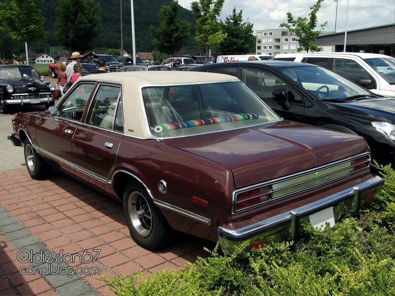 plymouth-volare-premier-sedan-1976-1977-02