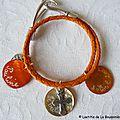 Bracelet Toi & Moi tressé orange 3 médaille en nacre et Croix en métal