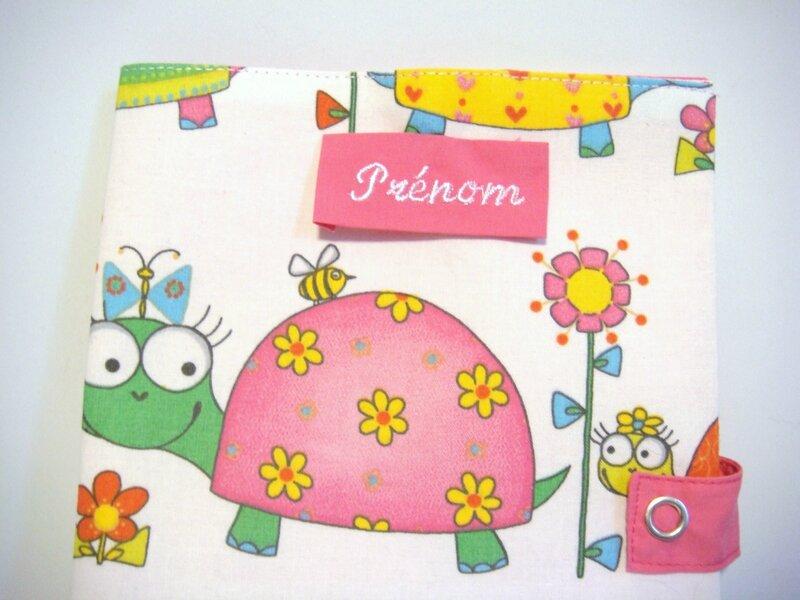Protège carnet tortues rose et fleurs zoom