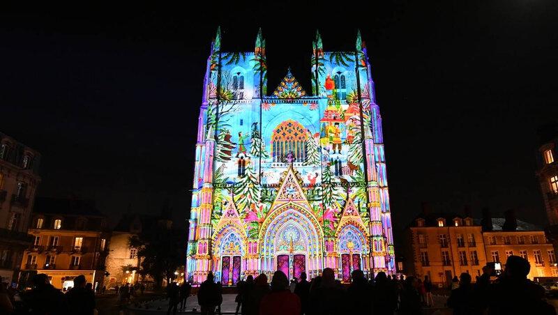 1a72094a91c3ba650cdc55755c1efb1a-spectacle-nantes-les-lumieres-de-l-ame-slave-enveloppent-la-cathedrale_2