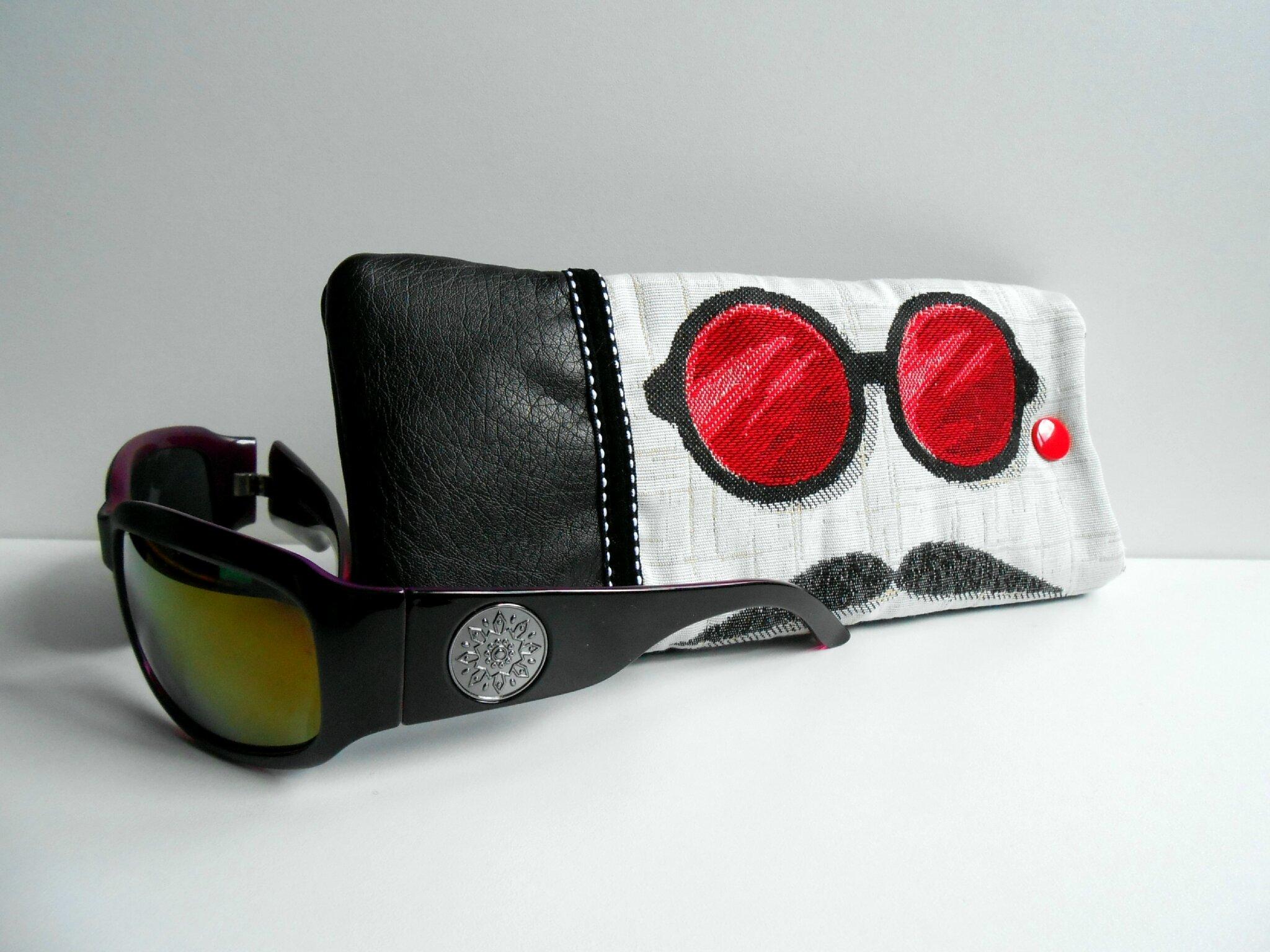 Modèle 3 -Etui lunettes rouge