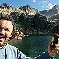 Jénorme boit une bière au lac de la Mourèle (65)