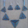 Collier triangle grisbleu