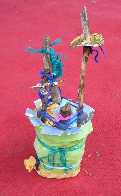 Le Loubatas Peyrolles Animation brique alimentaire 24-09-11 - Branche bois récupération sculpture - Ecologie jeunesse
