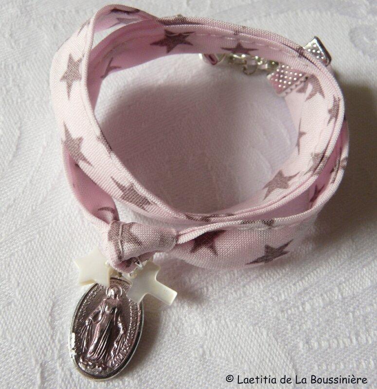Bracelet Notre-Dame du Rosaire (sur ruban fond rose étoile vieux rose)