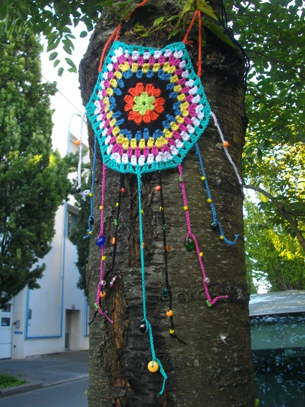 yarnbombing-nantes-tricot-graphie
