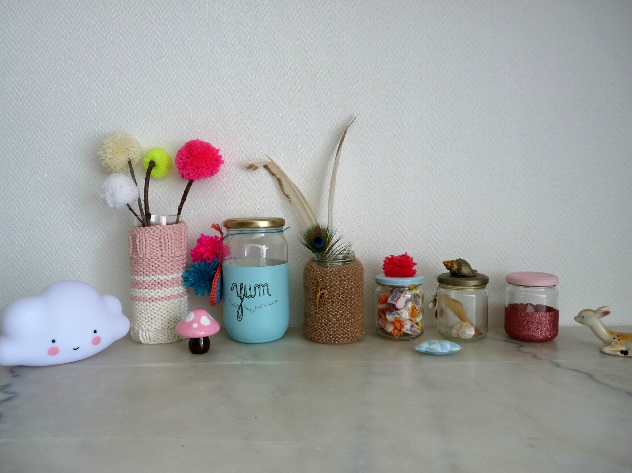 des id es pour customiser tes pots en verre un nuage une plume. Black Bedroom Furniture Sets. Home Design Ideas
