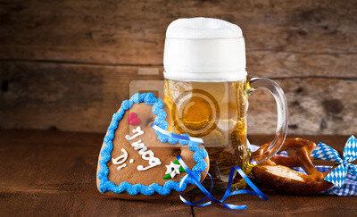 oktoberfest-bier-auf-einem-rustikalem-hintergrund-400-57725612
