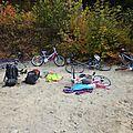 2 familles nombreuses...que de bicyclettes!