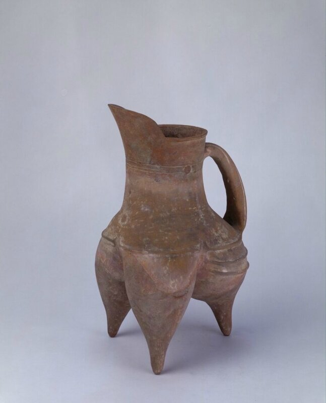 Red pottery gui-tripod or pitcher, Neolithic, Longshan culture (3000 BC - 1900 BC), Shandong Province, high 39cm, diameter 11
