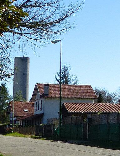 Photo-vue-sur-château-eau-côté-église