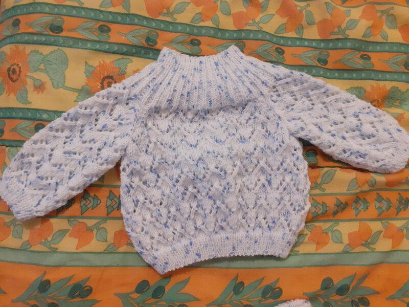 Brassière et chaussons pour le bébé des voisins (3)