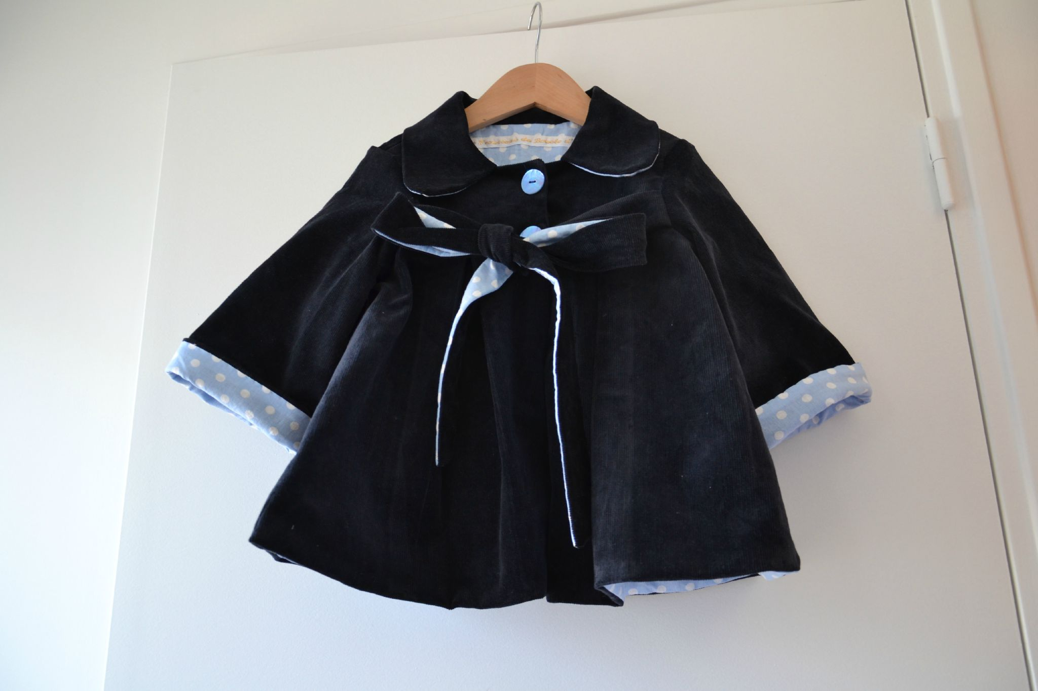manteau bleu marine pois ciel (14)